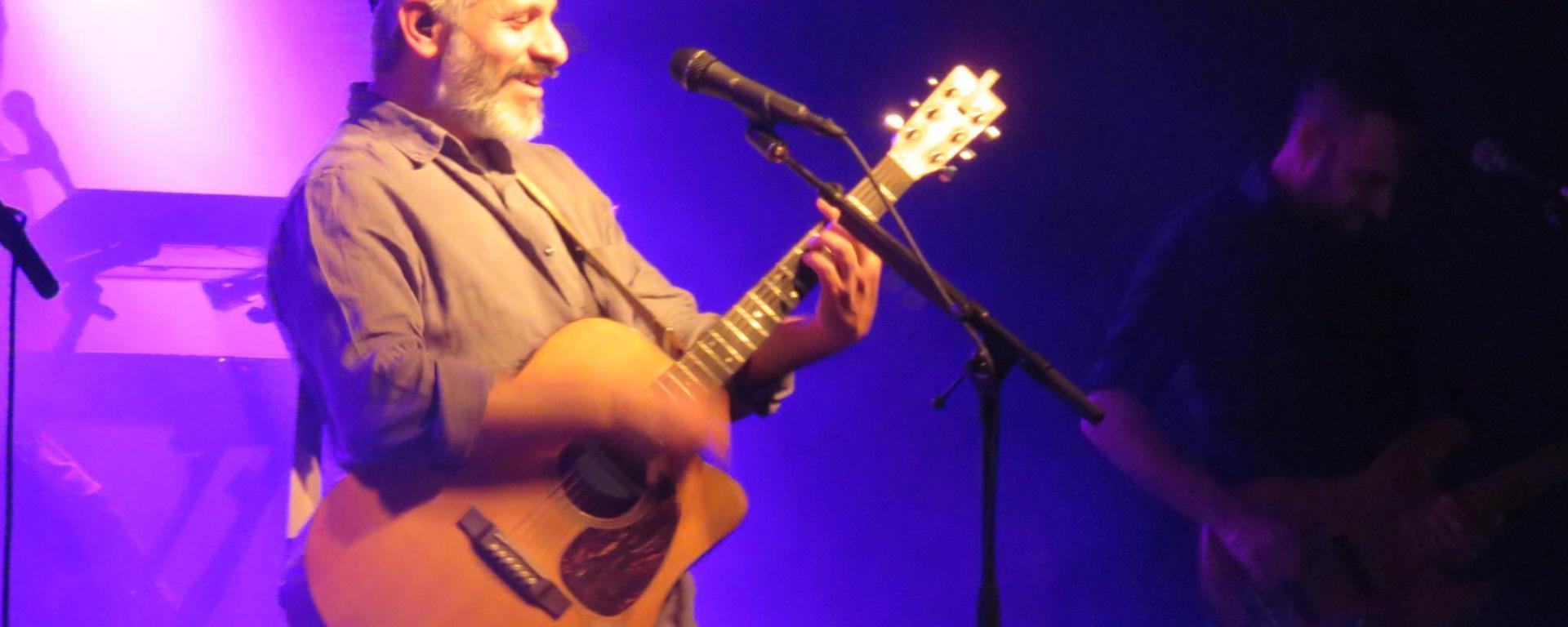 אביתר בנאי, הופעה חיה, הופעות בבארבי, הופעה בתל אביב, מוזיקה, מוסיקה ישראלית