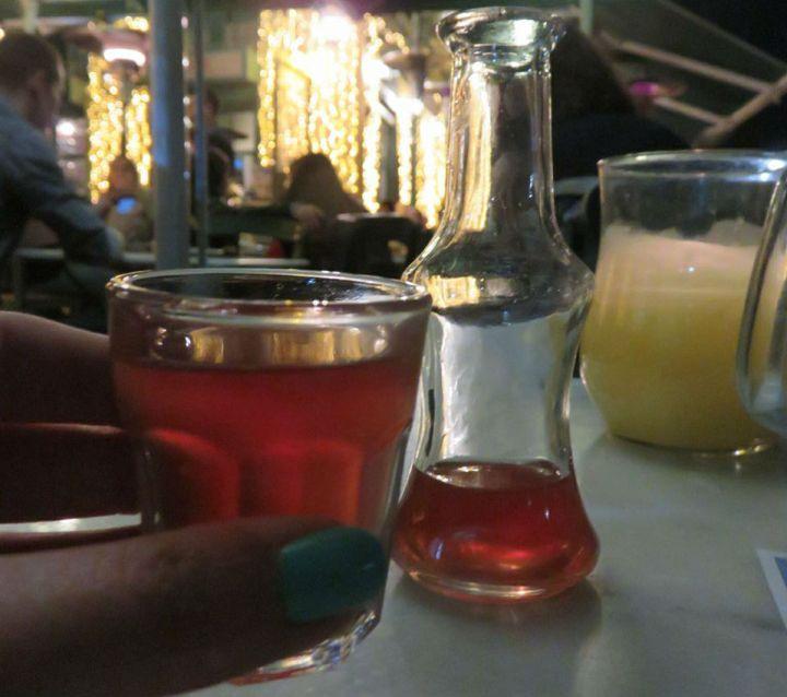 טיול ביוון, טיול באתונה, לטייל לבד, סיוון סטרומזה, אלכוהול