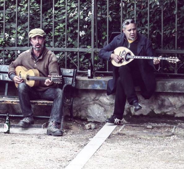 """טיול ליוון, בוזוקי, מוזיקה יוונית באתונה, חופשה באתונה, טיסות לחו""""ל, טיפים לאתונה, סיוון סטרומזה, לטייל לבד"""