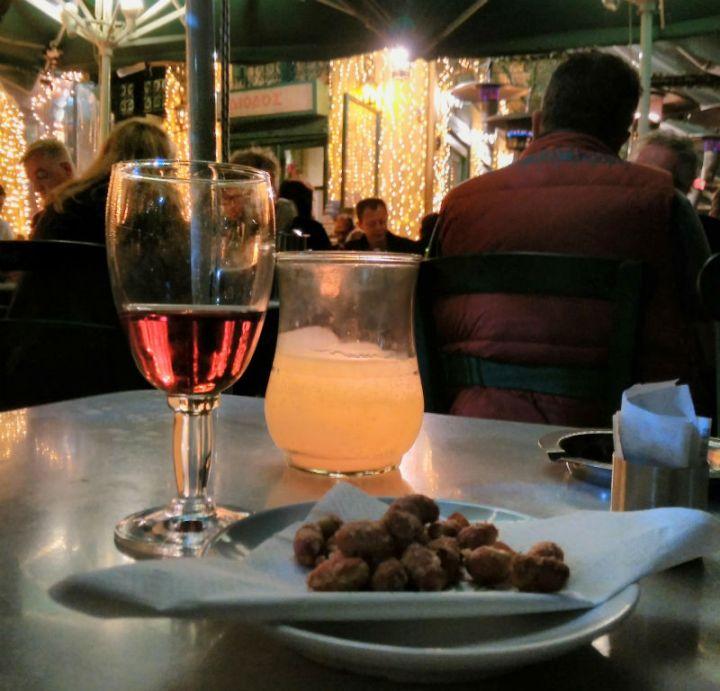 """טיול ליוון, מסעדות מומלצות באתונה, DIODOS, חופשה באתונה, טיסות לחו""""ל, טיפים לאתונה, סיוון סטרומזה, לטייל לבד"""