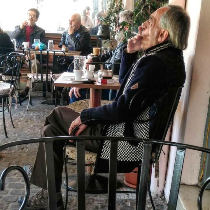 חופשה באתונה, חופשה בחול, טיסות לחול, אנשים מעשנים, חופשה ביוון, סיוון סטרומזה, לטייל לבד,