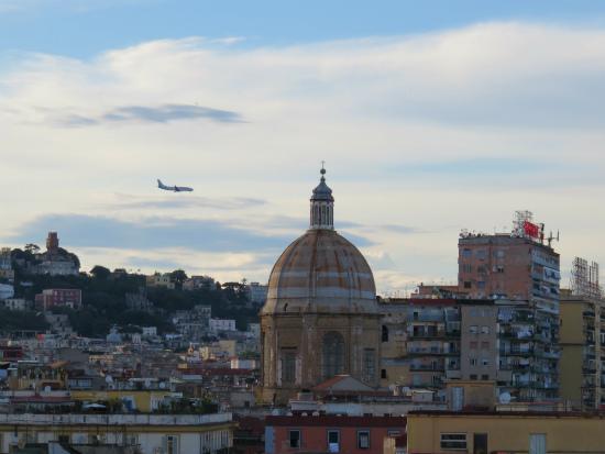 נאפולי, איטליה, סיוון סטרומזה, טיול לאיטליה, חופשה בנאפולי, לטייל לבד, GIRLS LOVE TRAVEL,טיסות לאיטליה, אוכל איטלקי